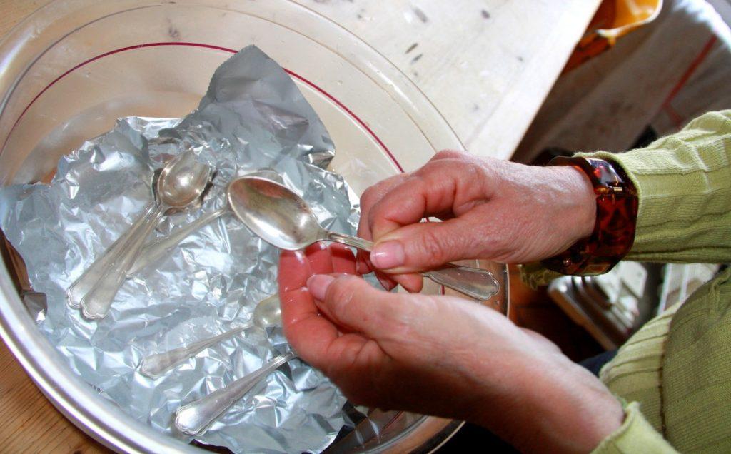 Comment nettoyer des ustensiles de cuisine en argent ?