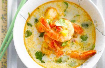 Une soupe thaï aux crevettes